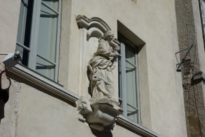 Mary statues are everywhere in Avignon